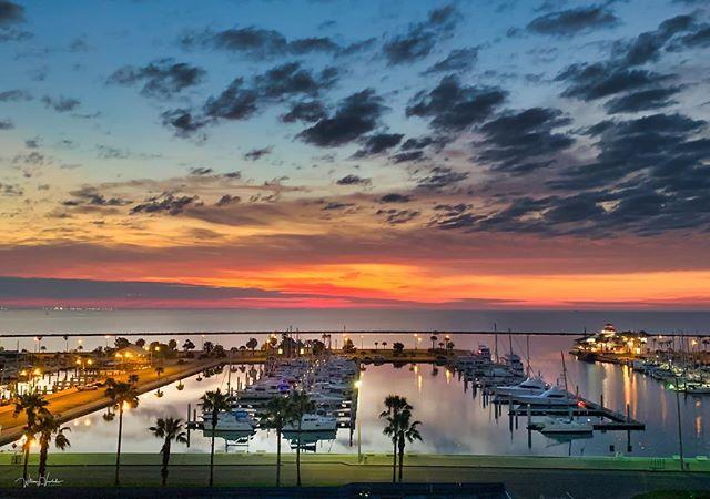 marina enjoy texascoast landscapephotography skyporn sunrise🌅 sunrise corpuschristi sunrise_sunset_photogroup colors sky boats beautifulmorning