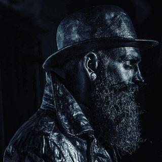 beard hat lowkey noapteastatuilorvivante statues vivantstatues