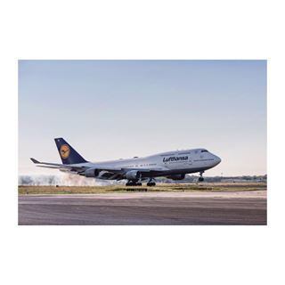 planeporn plane avgeek instaaviation instagood runway aircraft cominghome frankfurtairport aviation airport lufthansa boeing touchdown instafame goodday fraport 747400 photography awesome photooftheday smoke wanderlust approach instalike aviationdaily b747