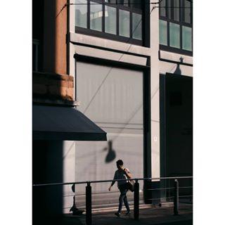 shadow sun streetphotography mestre picoftheday streetphotographyhub architecture adobe goldenhour venice life_is_street nikon photography people harshlight nikond60 streetphotographersmagazine street urban glass hardshadow lightroom