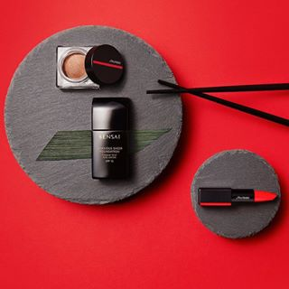 love stilllife redlook skincare photostudio beautyphotography cosmetic styling newwork photoshooting stilllifephotography douglas makeup highlighter asian geometricart shiseido beauty japan