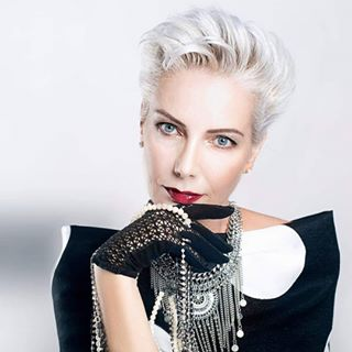 photomodel over50 photography woman silvermodel greymodel photoshooting style photoshoot fashion beauty