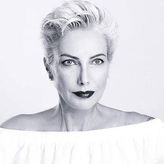 silvermodel enjoythemoment modelafter50 makeup fashion greymodel photographer lovemyjob💕 mua design