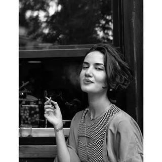 blackandwhite retrato bellezanatural naturallight fotografia portrait enfemenino smoke charoguijarro