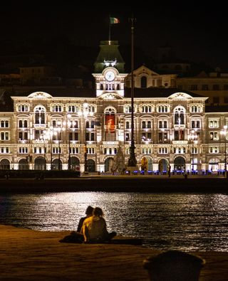 canonphotography cityhall square pier reflection light italy piazzaunit night summer hometown sea city romance lovers travelphotography homesweethome trieste