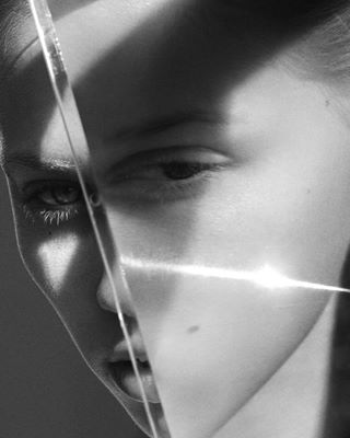 agentur beauty beautyeditorial bw bwphotogtaphy charlotteea closeup contrast editorial eyes fashioneditorial fashionphotographer fashionphotography gosee graphic highcontrast nomakeup reflection sunlight upcæose zoom