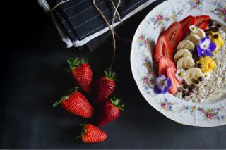 adelite bloggersre breakfastideas dnesjem foodblog foodphotographer foodphotographyandstyling foodporn fruit healthybreakfast jahody oatmeal strawberries