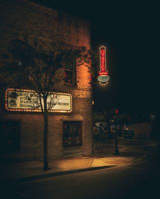 deadpan streetphotography travelphotography moody nightlights nightphotography etatsunis gatorclub nightimages floride photography bar saratosa passiontravel night_shooterz florida somewheremagazine