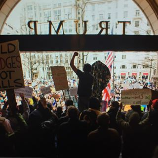 protest refugeeswelcome trumphotel