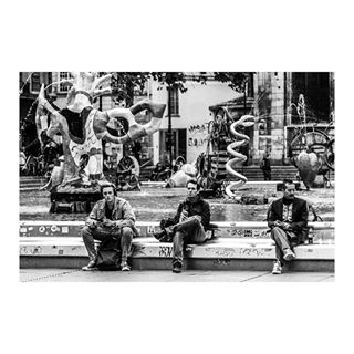 blackandwhitephotography blancetnoir bw fountain parisians parisianscene parislife peoplephotography sitting streetphotography streetscene