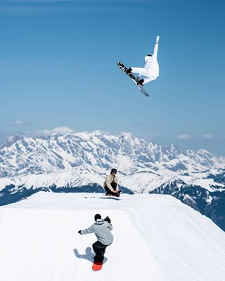 gooutthere alps tothemoon snowboarding kitzsteinhornsnowpark corner goodtimescamp goodtimes spring sendit austria snowboardingisfun nitrosnowboards photography glacier nitrousa session
