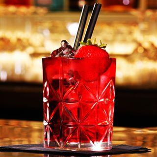 cocktails bar strawberry red vodka