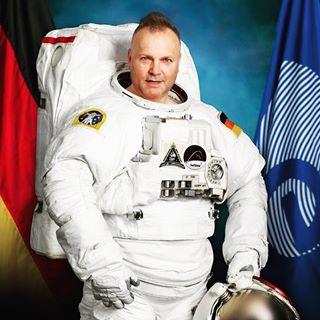 astronaut iss space captain horizon