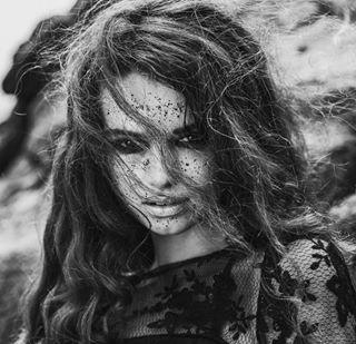 designer blackandwhite intense peoplephotography fashioninspo beautyshot ilford leica darkhair fotograf passion volcano beach leicasl düsseldorf köln werbeagentur