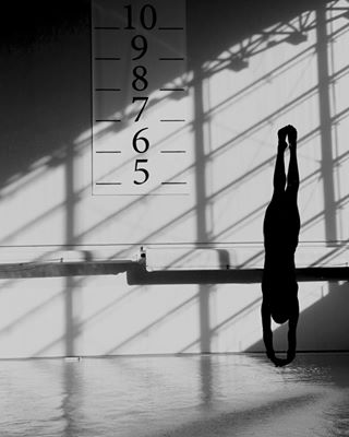 sportphotography swimmingpool photography gettyimagesnews workout tuffi photographer shooting sportsphoto upsidedown gettyimages divingspringboard diver gettysport water workoutroutine gettysports reportage sports divingplatform shoot blackandwhite diving platformdiver