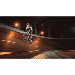 withmytamron sportphotography sporty photoshoot cycling nightshoot photooftheday racebike athlete colognegermany fahrradliebe