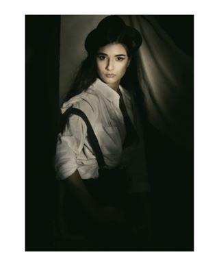 fashionphotography moodyphotography portraitphotography dark woman portrait photography