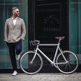 bearded bicycle bike city classic design fashion fujifilm fujixh1 hafencity hamburg man mensfashion olivervonberg photographer photography photoshoot pure relax schindelhauer shooting silver sternglas style urban watch