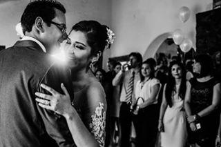 bridestyle joannapantigoso amsterdambruidsfotograaf blacandwhite ikzeija trouwfotograafzuidholland weddingphotographer shesaidyes weddingphotography weddingcouple luxuryweddings bwpic realwedding contrasts weddingdestination trowfotografie
