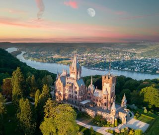 batpixs_germany travelphotography worldwide_castles bee2b amazingdroneposts dronestagram monumentaleurope monumental_world mavic drone deutschlandkarte castle medievalworld djiglobal deutschland_greatshots castelli_in amazingdroneshotz lovetravel drones schloss photooftheday photo total_medieval photography photographer dji total_monuments europestyle_germany fiftyshades_of_history castles_oftheworld