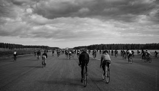 fixie mash sjöborakan bicycle race sweden stillphotography pentax fixedgear giro sport bicyclephotos bicyclerace blackandwhite frommysaddle singlespeed sjöbo velocityedit