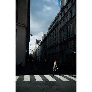 x100 dop buissnesswoman paris ruedelavictoire martinlang rue streetofparis langfilm streetphotography fujifilm