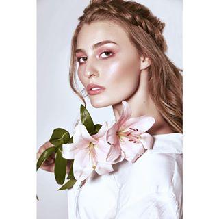 julia hairstylist studio munichphotographer flowers polishphotographer makeupartist model july polishartist polishmodel beautyphotography warsaw whiteshirt