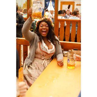 münchen cerveza beerfashion polishphotographer dirndl blackgirl munichphotographer oktoberfest octoberfest2019 cheers krug bier joy piwo maßkrug munich oktoberfest2019 octoberfest beer pivo monacodibaviera