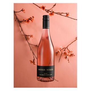 inspiredwithhasselblad iso100_adv vdp photographyathome broncolor hasselblad winephotography supportsmallbusiness supportyourlocal ahrwein deutscherwein germanwine meyern ros wein Produktfotografie