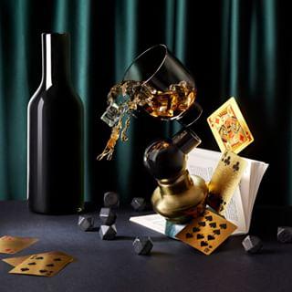 stylistprops whisky scotch foodanddrinksphoto balance cards propsstylist retoucher londonstudiophoto poker drinksstylist whiskeyphotography conceptphoto splash londonretoucher whiskysplash studiophoto drinksphotography whiskey studiophotography drinksphoto liquidphotography