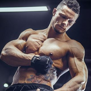 sixpacks abs bodybuilding muscular mensphysique strongman winner menshealth handsome muscle shirtless awesome strong