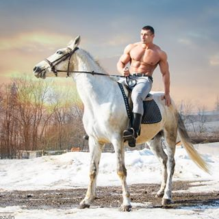 annieleibovitz arnoldschwarzenegger awesome bodybuilding cool horse horseman jockey muscle riding spring sunshine