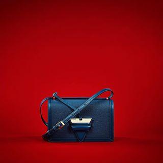 studiolife studio stilllife red photostudio photoshoot photography macpro loewe hamburg germany fashion captureonepro captureone capture canon blue bag