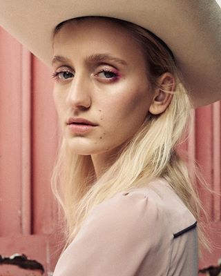 fashionphotography fashionimage fashionstory makeup editorialfashion agency magazine fashionmodel vintage fashionphoto denim americana fashionstylist pink styling analog icecreamshop cowgirlstyle retro artdirector artdirection editorial