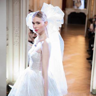 photography modeloftheday model fashionstyle pfw designer mariage parisfashionweek art hautecouture catwalk collection dress paris fashionweek wedding