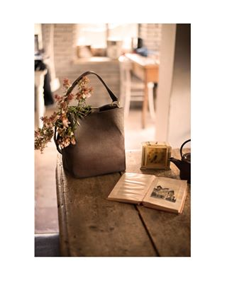 bag design fashion flowers fun handmade leather shooting stilllife table vintage wood