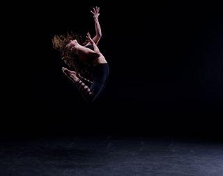 studiophotography seattletalent seattlemodels profotod2 nikon moderndance dancephotography dance blackcyc action