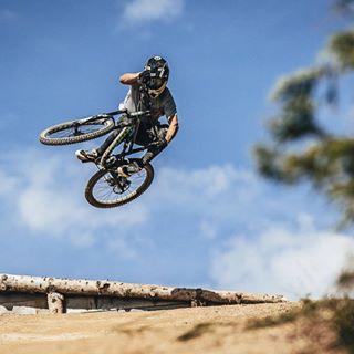 canonphotography downhillmtb morzine mtb photooftheday picoftheday rider whipoff