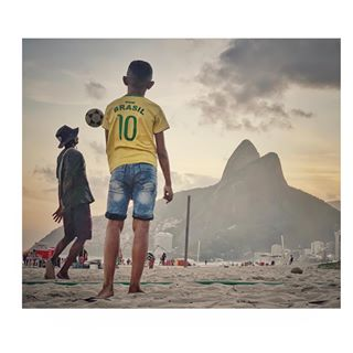 instagood ipanema selecao sunset instapic letthekidsplay instasky ball futebol instatravel jogabonito travelphotography brasil🇧🇷 beachfootball instafootball riodejaneiro phototravel beachphotography instapassport ipanemakids rio photooftheday travelgram streetphotography playa traveling brazil picoftheday