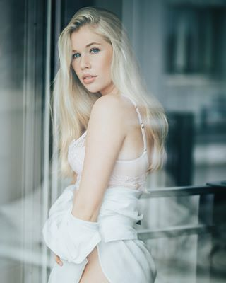 model frau unterwäsche fotografmünchen lingerie unterwäscheshoot blondine fotograf beautifulwoman fotoshooting lingerieshoot femalemodel beautifulgirls blondgirl womeninunderwear fenster