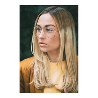 greens blondehair beauty glasses👓