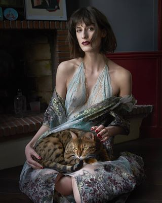 chat crazycatlady catsandwomen lingerie classy darklipstick editorial bangs whitch cleopatra vintage cats catlady irkmagazine sundayafternoon home gown pariseditorial model lady woman beauty fashion femmefatale her vamp manequin greeneyes meow
