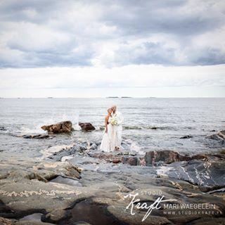 rakkaus ocean lauttasaari uunisaari studiokraft waves wedding mariwaegeleinphotography love weddingportrait helsinki