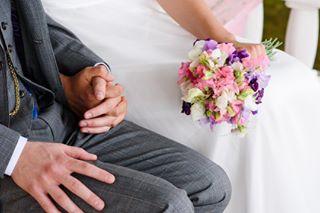 hääkuva hääkuvaaja hääkuvaajahelsinki helsinki ighaakuvaajat kesähäät kiss love naturallight pus rakkaus valokuvaajahelsinki wedding weddingphoto weddingphotographer weddingpic weddingwednesday whatacouple