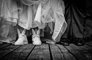 attitude minnaparikka sulhanen hääkuvaajat bride svartvittfoto blackandwhitephoto minnaparikkashoes sneakpeek bröllophelsingfors minnaparikkabunny morsian mustavalkoinenkuva helsinki hääkengät bunnysneaks bröllopsskor kaninöron brudgum tekniikanmuseo brud visithelsinki groom pupukengät weddingshoes allears pupukorvat dahlmanit2017 ighaakuvaajat weddinghelsinki