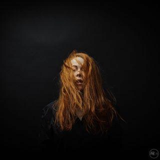 tukka softlight simpelportrait redhead redhair pehmeävalo mjuktljus hiukset hår hair fineartphotography fineartphoto
