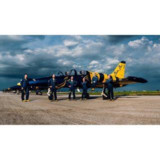 crewshot airplane portraitphotography portraitpages balticbees portraitphotographer billytzphotography airshow pilots