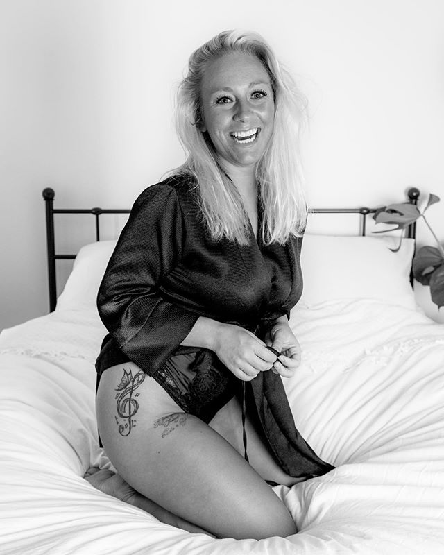 canon valerie dutchphotographer amsterdam portraitphotography happy bedroomseries photoshoot shoot collage color justgoshoot photography blackandwhite smile influencer fun sexy influencerphotography