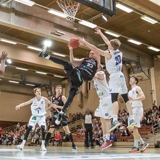 basketball bball hoops kokonhalli koripallo porvoo someproductions sport sportphotography sportshooter urheilukuvaus