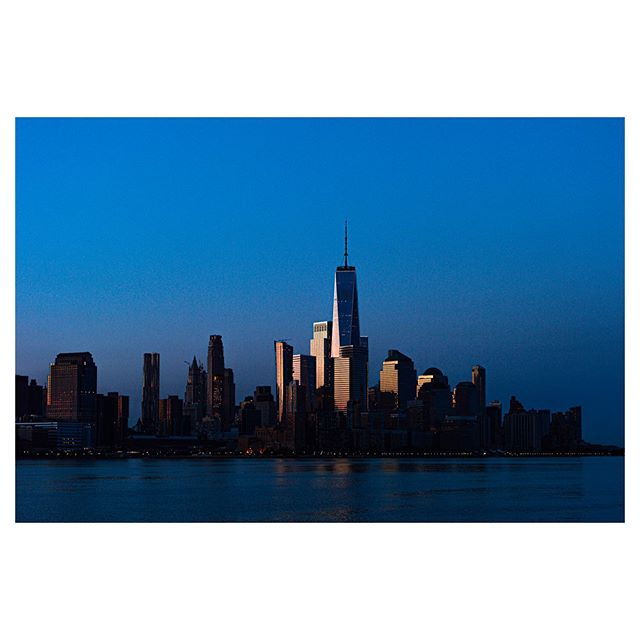 dreambiglivethelife nikonnofilter morning dbll hudsonriver early fineart hoboken photographer newyork goldenhour manhattan nikondf 5am newjersey feltfotografiontour sunrise downtown photooftheday dawn grateful